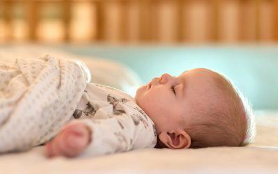 نوم طفلي: من الولادة لـ 6 أشهر